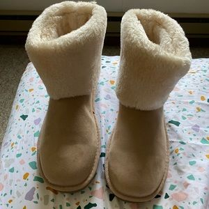 Warm boots cream color size 10